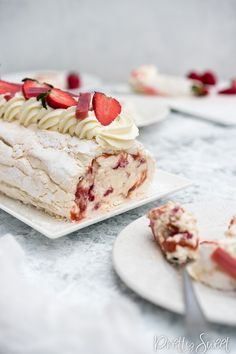 Meringue Roulade with Strawberry Rhubarb and Mascarpone Cream is a delicious light and summery dessert. Winter Desserts, Great Desserts, Christmas Desserts, Delicious Desserts, Dessert Recipes, Fruit Dessert, Meringue Roulade, Baked Meringue, Rhubarb Desserts