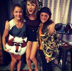 Taylor Swift with fans in Loft 89' 9/17/15 in Columbus