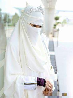 Muslimah Wedding Dress, Muslim Wedding Dresses, Hijab Bride, Beautiful Hijab, Beautiful Bride, Jheri Curl, Niqab Fashion, Sister Wedding, Girls Dpz