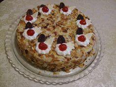 Μια συνταγή για μια πολύ γευστική και αφράτη τούρτα αμυγδάλου. Μια τούρτα για όλες τις περιστάσεις για να την απολαύσετε με τους αγαπημένους σας, την οικογ