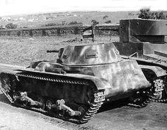 https://flic.kr/p/ppyheW | Carro de Combate Ligero Verdeja n°1 | Essais comparatifs entre le Verdeja et ce qui aurait du être son adversaire, le T-26 obr. 1933 dont il emprunte la pièce antichar. Le blindé léger espagnol remportera haut la main ce duel.