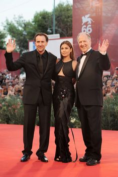 "Eva Mendes and Nicolas Cage Photos Photos - Red carpet premiere of ""Bad Lieutenant: Port of Call New Orleans"" at the Venice International Film Festival. ""Bad Lieutenant"" premieres in Venice Nicolas Cage, Eva Mendes, Latest Pics, Films, Photos, Pictures, Celebrity, Entertainment, Actresses"
