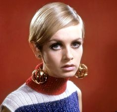 Vendome Chrome Sphere Cage Huge Drop Earrings ~ Worn by Twiggy from under-on-by-the-sea on Ruby Lane. Patti Hansen, Lauren Hutton, Mini Van, Androgynous Look, Swinging London, Hijab Fashion Inspiration, Sixties Fashion, Vogue, Fashion Models