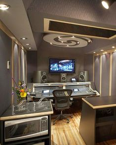 ::: REMOTE RECORDING - STUDIO TOUR ::: Love the touch of the swirl on the ceiling!