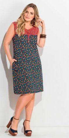 52dbc4a5dd0 Vestido Plus Size Midi Floral Mini com Bolsos Quintess