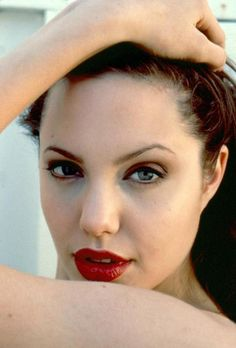 Angelina Jolie photographed by Araldo Di Crollalanza, Divas, Romantic Good Morning Messages, Angelina Jolie Pictures, Jolie Pitt, Best Lipsticks, Make Her Smile, Glamour, Famous Girls, Jessica Alba