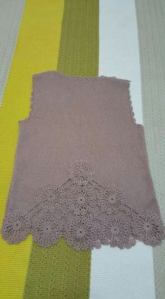 This Pin was discovered by Erh Lace Knitting, Knitting Patterns Free, Knit Patterns, Crochet Flowers, Crochet Lace, Crochet Cardigan Pattern, Knit Cardigan, Poncho, Knitted Shawls