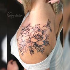 68 Ideas humming bird tattoo on wrist hummingbirds Rose Tattoos, Body Art Tattoos, New Tattoos, Phoenix Tattoos, Tatoos, Dragon Tattoos, Tattoo Schulter Frau, Instagram Tattoo, Tattoo Diy