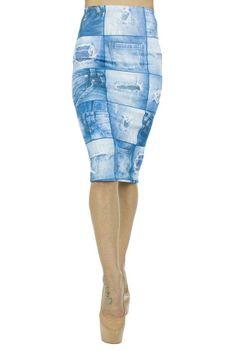 Fusta Dama Jeans Blue  Fusta dama din material usor elastic, ce poate fi purtata cu usurinta.  Imprimeu cool.     Lungime: 67cm  Latime talie: 30cm  Compozitie: 100%Poliester