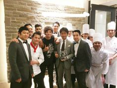 Zayn and Louis at a reastaurant in Japan