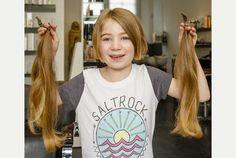 Aunque, ella siempre quería tener el pelo largo como una princesa, pero pronto se decidió obtener su primer corte de pelo nunca y donado sus cerraduras que son suficientes para hacer dos pelucas.