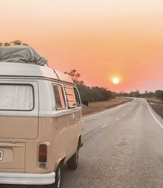 - Vintage Fotos - You are in the right place about van life layout Here we offer you the most beautiful pictures abo - Beach Aesthetic, Summer Aesthetic, Aesthetic Photo, Travel Aesthetic, Aesthetic Pictures, Bedroom Wall Collage, Photo Wall Collage, Picture Wall, Images Esthétiques