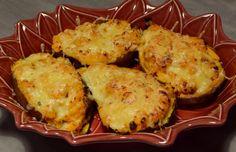Si vous êtes en manque d'idées pour le repas du soir et que vous avez des patates douces sous la main, n'hésitez pas! Ces patates farcies sont tout simplement délicieuses, et hyper gourmandes avec leur croûte dorée au comté. La recette est issue du livre...
