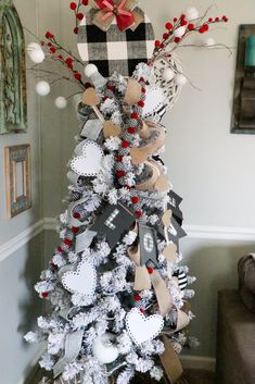 30 Beautiful Valentine Tree Decorations You Can Try - Actually, I was thinking more along the lines of printing and trash. Statistics show that over a billion Valentine's Day cards and valentines are prin. Pink Christmas Tree, Christmas Post, Christmas Ribbon, Holiday Tree, Holiday Decor, Holiday Parties, Holiday Crafts, Valentine Tree, Little Valentine