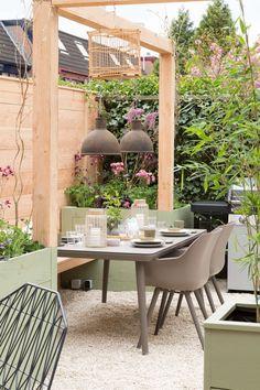 Outdoor Dining, Outdoor Spaces, Outdoor Decor, Back Gardens, Small Gardens, Backyard Lighting, Outside Living, Front Yard Landscaping, Garden Inspiration