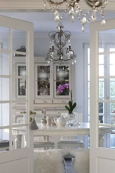 Dining room like doors to exterior