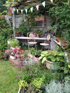 The Best Stone Waterfalls Backyard Ideas – Pool Landscape Ideas Small Courtyard Gardens, Back Gardens, Small Gardens, Outdoor Gardens, Cottage Garden Design, Backyard Garden Design, Backyard Fences, Porches, Garden Trellis