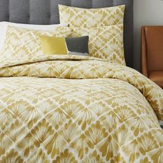 NEW! The painterly fan motif is printed on pure organic cotton, which has been certified by the Global Organic Textile Standard (GOTS).
