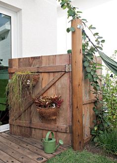 Portão de madeira de demolição.