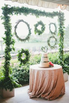 green wreath wedding backdrop ideas