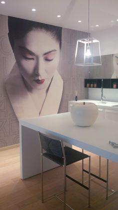 """BEAUTY AND DESIGN - appartamento in stile moderno, colore bianco, carta da parati wall&decò, oggetti di decoro Mela """"Cores da Terra"""" realizzata a mano"""