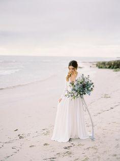 Wedding Florist IVY Flowers  |  Photos by Katie Grant  |  Gown & Veil by Harriet Gordon | Wedding Sparrow  |  Fine Art Curation #perthweddings #perthflorist