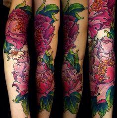tatouage fleur pivoine bras
