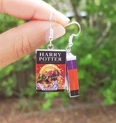 Harry Potter book earrings | Miniatures silver earring Always Harry Potter, Slytherin Harry Potter, Harry Potter Jewelry, Harry Potter Diy, Deathly Hallows Book, Harry Potter Miniatures, Paper Earrings, Little Monkeys, As You Like