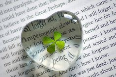 clover in glass heart: Obsession I Love Heart, Irish Blessing, Paddys Day, Luck Of The Irish, Four Leaf Clover, Heart Art, Good Luck, Resin Crafts, Resin Jewelry