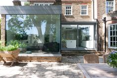 A contemporary open plan extension with a structurally glazed picture frame corner window Single Storey Extension, Corner Windows, Old Post Office, Glass Boxes, House Extensions, Modern Glass, Conservatory, Open Plan, Picture Frames