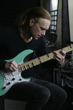 Billy Sheehan, my husband knew him back in Talas days. I interviewed him for Mr. Big debut. One of my favorite interviews and people.