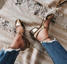 FORAY COLLECTIVE // #shopbyinfluencer, #instagramblogger, #bloggerstyle, #blogger, #stylish, #trendy,#fashionblogger, #influencer, #socialinfluencer, #outfits, #shop, #shopping, #fashiontrends, #fashion, #forwomen, #style, #tofollow, #inspiration, #foray collective, #shoes, #shoe, #fashionableshoes, #flats, #goldflats