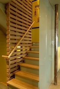 Pallet stair wall