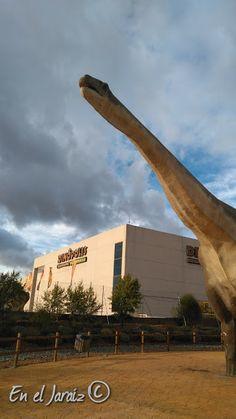 Que ver en Dinópolis. Espectáculos, atracciones del parque de dinosaurios de Teruel (España) Baseball, Dinosaurs, Hotels, Parks, Trips, Fotografia