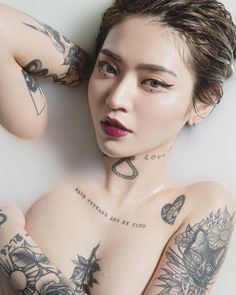 For those who are afraid to cover a large part of their body with tattoos, we have chosen the japanese tattoo models you can choose for your arms or legs. Hot Tattoos, Life Tattoos, Body Art Tattoos, Tattoo Ink, Tattoo Girls, Foto Pose, Sexy Asian Girls, Tattoo Models, Ulzzang Girl