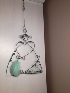 ✳+Andílek+vánoční+II+...+je+vyroben+z+černého+žíhaného+drátu.+Výška+andílka+je+23cm.+Určeno+do+interieru. Diy Angels, Wire Ornaments, Wire Crafts, Wire Art, Wire Jewelry, Metal Working, Art Dolls, Christmas Time, Dream Catcher