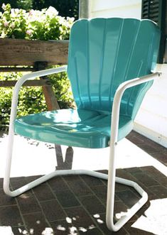 Vintage Furniture Buy Retro Metal Lawn Furniture Here - Thunderbird Metal Lawn Chair - For the patio,yard,pool or porch! Vintage Metal Chairs, Metal Patio Chairs, Vintage Outdoor Furniture, Metal Patio Furniture, Painted Bedroom Furniture, Colorful Furniture, Outdoor Chairs, Outdoor Decor, Retro Chairs