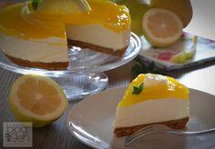 Cheesecake al limone, dolce freschissimo senza cottura, con formaggio philadelphia, base di biscotto e gelatina al limone, senza colla di pesce.