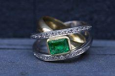 Colombian Emerald & Diamond Ring in yellow & white gold Stone Earrings, Stone Bracelet, Stone Necklace, Stone Jewelry, Colombian Emerald Ring, Emerald Diamond, Coloured Stone Rings, Columbian Emeralds, Garnet Rings