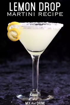 The Lemon Drop Martini is an well-loved classic. It's sweet and tangy enough to hide the alcohol, and actually tastes very much like lemon drop candy. This easy recipe is a great choice for occasional drinkers. Body Cleanse Drink, Best Body Cleanse, Natural Body Cleanse, Cleanse Detox, Detox Tea, Lemon Drop Martini, Pina Colada, Aperitif Cocktails, Acapulco