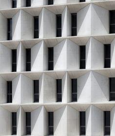 nuevo edificio de Económicas, Derecho y Másteres de la Universidad, Universidad de Navarra, Pamplona, Spain by architect / professor Juan Miguel Otxotorena (2012) otxotorenaarquitectos.com