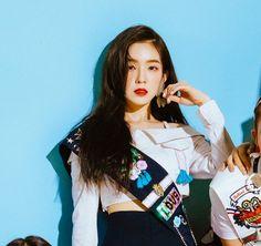 cos shes fckin gorgeous dats why Seulgi, Red Velvet Photoshoot, South Korean Women, Velvet Color, Red Velvet Irene, Korean Bands, Girls Life, Celebs, Celebrities