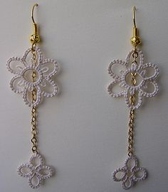 Earrings with DMC Cebelia Ecrù n. 20
