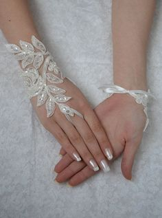 ivory wedding glove Bridal Glove ivory lace cuffs by UnionTouch Mais Lace Cuffs, Lace Gloves, Fingerless Gloves, Lace Jewelry, Bridal Jewelry, Jewelery, Jewelry Gifts, Unique Jewelry, Wedding Gloves