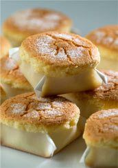 mantecadas de astorga Spanish Desserts, Spanish Dishes, Mexican Food Recipes, Sweet Recipes, Dessert Recipes, Mini Cakes, Cupcake Cakes, Muffins, Spanish Chocolate