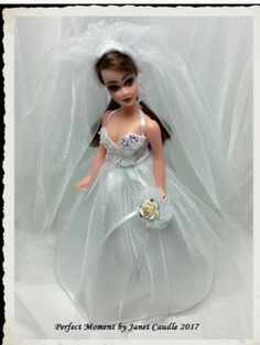 Wedding  Bouquet in Very Good Condition Dawn Doll