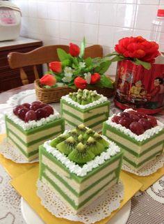 Pandan Layer Cake, Baking Recipes, Cake Recipes, Fiesta Cake, Dessert Boxes, Cake Decorating Videos, Cooking Cake, Asian Desserts, Chiffon Cake