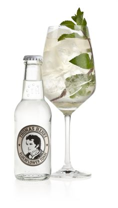 THE HENRY ~ 5 cl Lillet Blanc, 15 cl Thomas Henry Elderflower Tonic, frische Minze