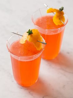 Great for a winter brunch! Add DeKuyper Blood Orange Liqueur for extra flavor. Blood Orange Mimosas by Spoon Fork Bacon. These simple and delicious blood orange mimosas make the perfect winter brunch beverage! Brunch Drinks, Party Drinks, Cocktail Drinks, Cocktail Recipes, Mimosa Party, Champagne Drinks, Non Alcoholic Drinks, Beverages, Drinks Alcohol