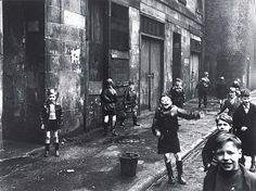 'Children, the Gorbals, Glasgow', Roger Mayne Gorbals Glasgow, The Gorbals, Roger Mayne, Slums, Historical Photos, Great Britain, Old Photos, Vintage Photos, Edinburgh